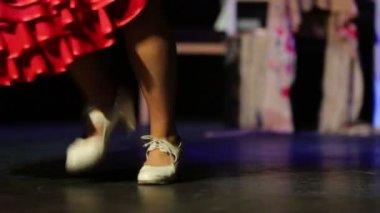Sukně a boty ženy tančí — Stock video
