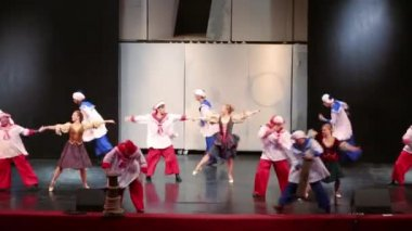 Scene with sailors at open rehearsal of musical — Stock Video