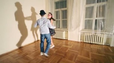Woman and man dance boogie-woogie — Stock Video