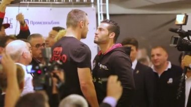 Vitali Klitschko and Manuel Charr — Stock Video