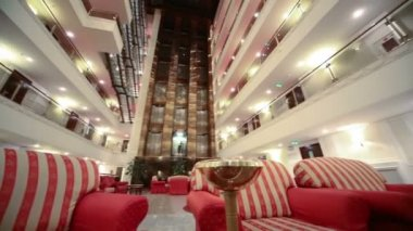 Atrium with red armchairs in hotel — Stock Video