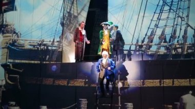 Actors in costumes on ship during musical — Stock Video