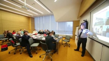 Speaker and listeners on Business Breakfast — Stock Video