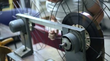 Operator changes reels for videotape — Stock Video