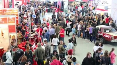 Large number of people in Sokolniki Exhibition — Stock Video