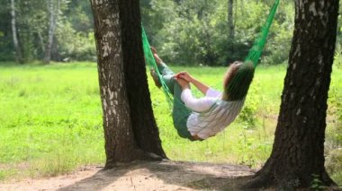 Young girl lies in hammock — Stock Video