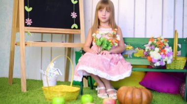 Little girl with flowers — Stock Video