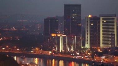 Gece şehir panoraması — Stok video