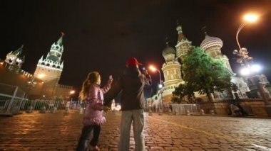 Children walk shooting Red Square — Stock Video