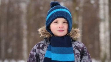 Little boy in blue cap and scarf — Stock Video