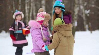 Children turn around tugging hands — Stock Video