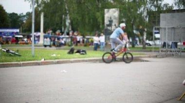 Stuntman jumps on bike at Exhibition Centre — 图库视频影像