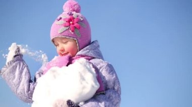 Little girl holds snow outdoor — Stock Video
