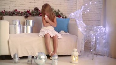 Little girl play with doll on sofa — Stock Video