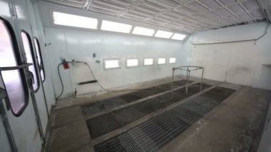 Small empty paint-spraying booth — Vídeo stock