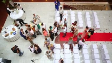 Guests congratulate bride and groom — Vidéo