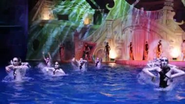 Actors on stage and synchronized swimmers — Stock Video
