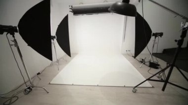 Photographic equipment and backdrop in studio. — Stock Video