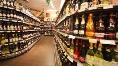 Wine in supermarket of home food Bahetle. — Wideo stockowe