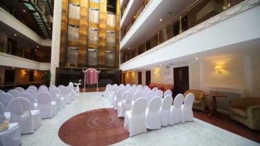 Großen leeren Saal für Hochzeitsfeier. — Stockvideo