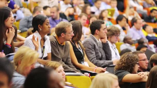 People at Global Youth to Business forum — Vídeo de stock
