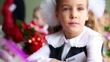 Little first grader girl at desk — Stock Video