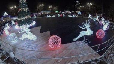 Garland sculptures in shape of deer — Stock Video