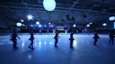 Figure skaters at Young sportives display — Stock Video