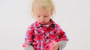 Cute little boy wrapped garland — Stock Video