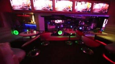 Interior of room on second floor in nightclub — Stock Video