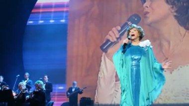Edita Piecha sings at anniversary concert — Stockvideo