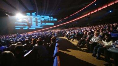 People at anniversary concert of Edita Piecha — Stockvideo