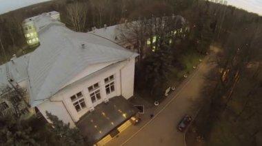Araştırma Enstitüsü park edilmiş araba — Stok video