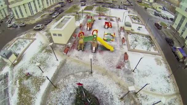 Yard with playground and christmas tree — Vídeo de stock