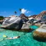 Woman snorkeling at tropical water — Stock Photo