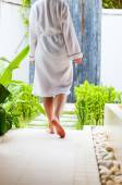 Woman at outdoor spa treatment room — Stock Photo