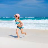 Cute little girl at beach — Stock Photo
