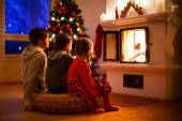 Family at home on Christmas eve — Stockfoto