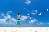 Boy and seagulls — Stock Photo