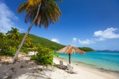 Beautiful tropical beach at Caribbean — Stockfoto