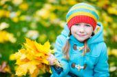 Little girl outdoors on autumn day — Stock Photo