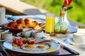 Fried eggs breakfast — Stockfoto