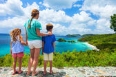 Family at Trunk bay on St John island — Photo