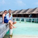 Family on summer vacation at resort — Stock Photo #60252993