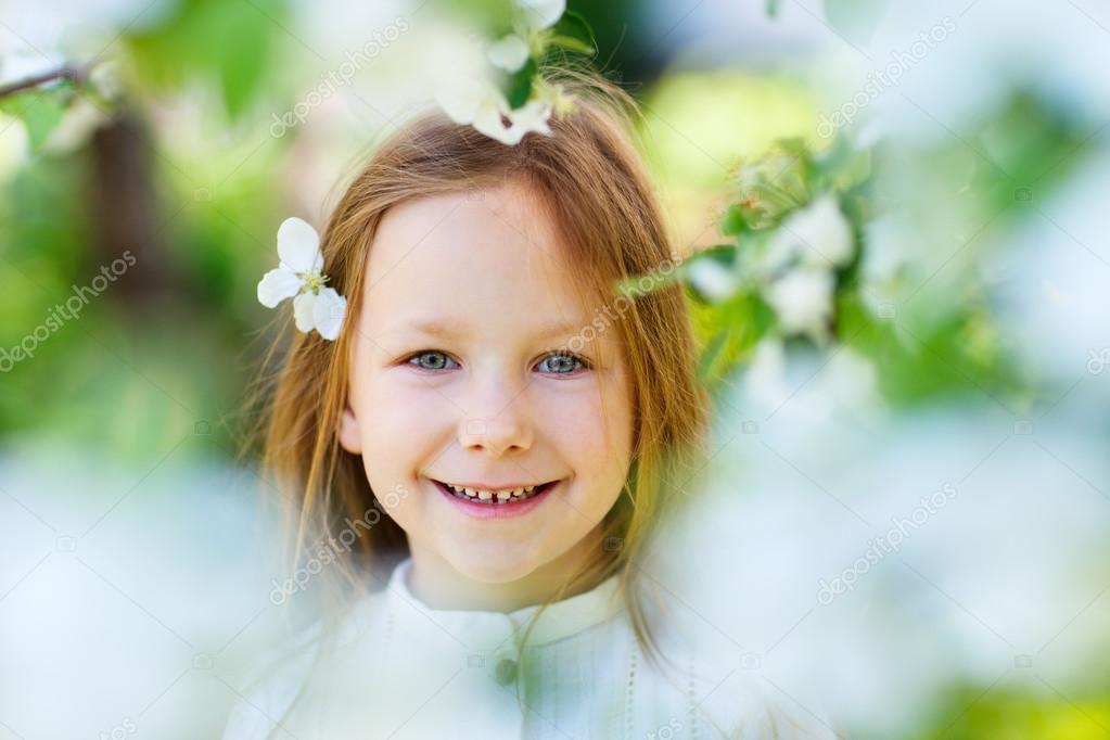小女孩春天画像 — 图库照片