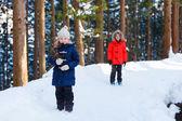 Kids outdoors on winter — Stock Photo