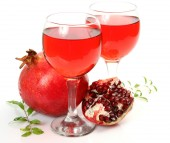 Ripe pomegranate and juice — Stock Photo