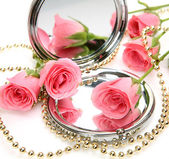 Roses and mirror — Stock Photo