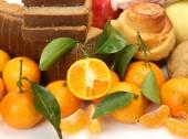Tangerines and bread — Stock Photo