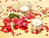 Candele e rose rosa — Foto Stock